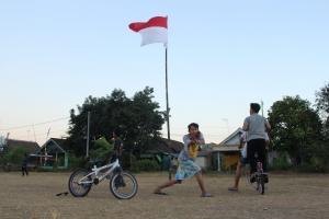 Sepeda sebagai alat transportasi di kampung bahasa inggris